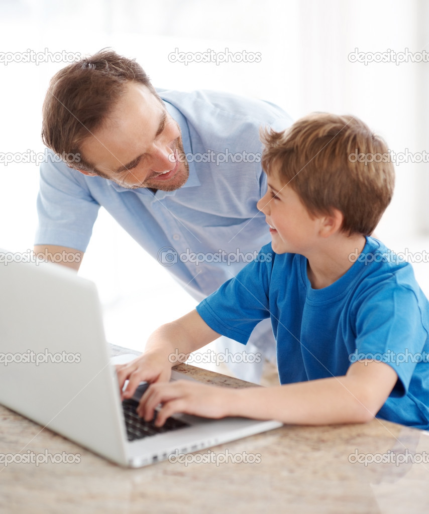 Portrait of a happy young father and son working together on laptop - Indoor — Stock Photo #7723568