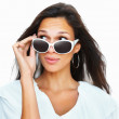 Brunette wearing sunglasses glancing upwards - Lizenzfreies Foto