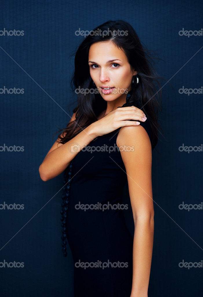 Woman posing with hand on shoulder — Stock Photo #7744533