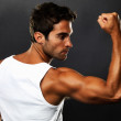 Fit muscular man flexing his biceps - Foto Stock