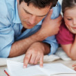Father reading to children - Stockfoto
