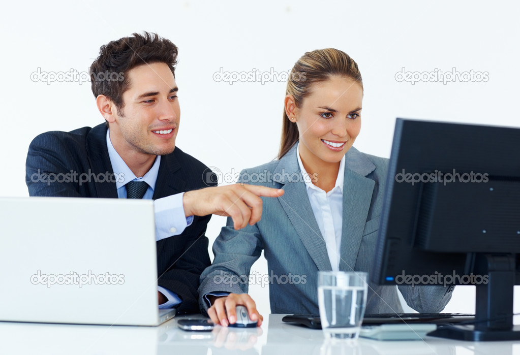 Portrait of young business working together with man pointing at computer — Stock Photo #7876336