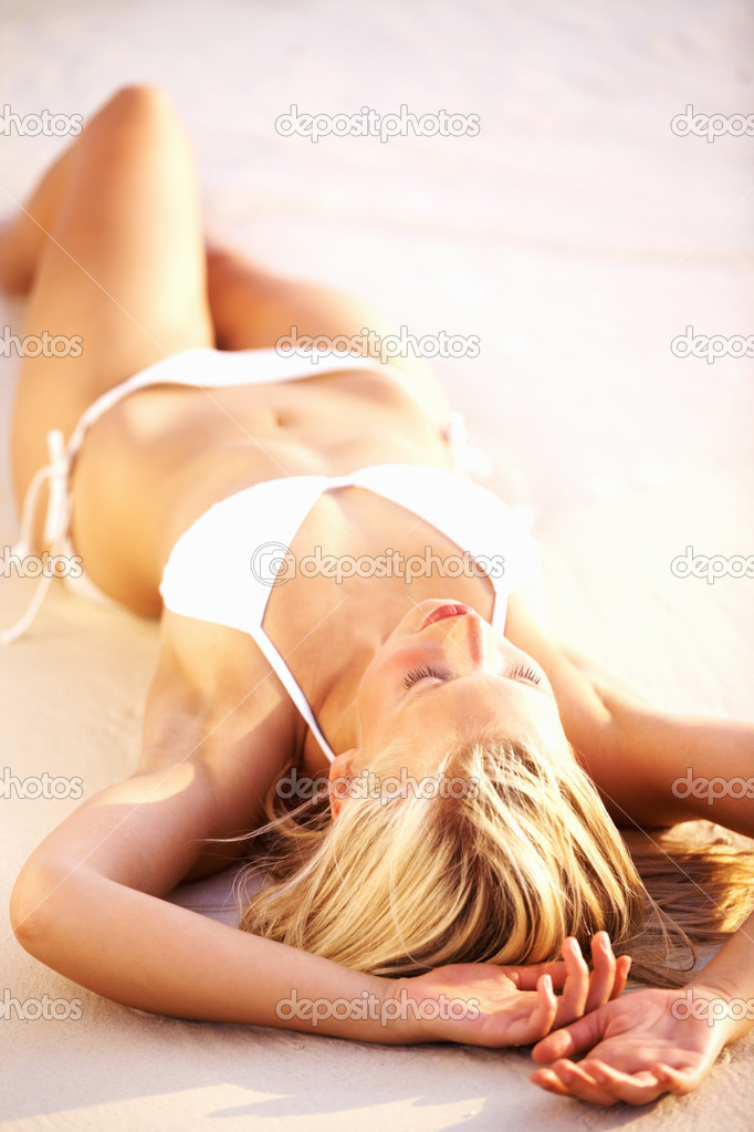 Portrait of seductive young woman lying on beach — Stock Photo #7897959