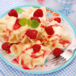 Ravioli (pierogi) with cottage cheese and raspberry — Foto de Stock