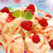 Ravioli (pierogi) with cottage cheese and raspberry — Foto Stock