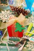 Decoración de la mesa con el regalo para navidad — Foto de Stock