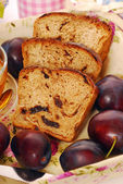 Homemade plum and honey bread — Stock Photo