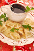 Pierogi (ravioli) and barszcz (borscht) for christmas — Stockfoto