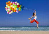 Saltando com balões — Foto Stock
