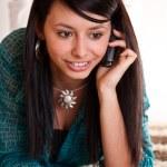 mujer con un teléfono celular — Foto de Stock