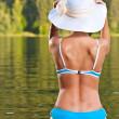 flicka avkopplande i bikini — Stockfoto #6872560