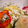 ストック写真: Wedding rings and roses