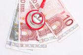 Estetoscópio e dinheiro — Foto Stock