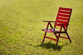 Chaise de jardin sur l'herbe — Photo