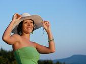 Femme au chapeau — Photo