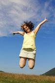 Frau springen — Stockfoto