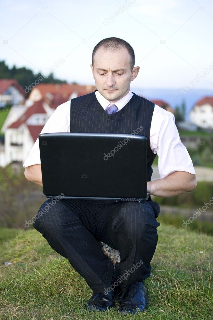 Freedom - Man working with laptop city in background — Stock Photo #6871796