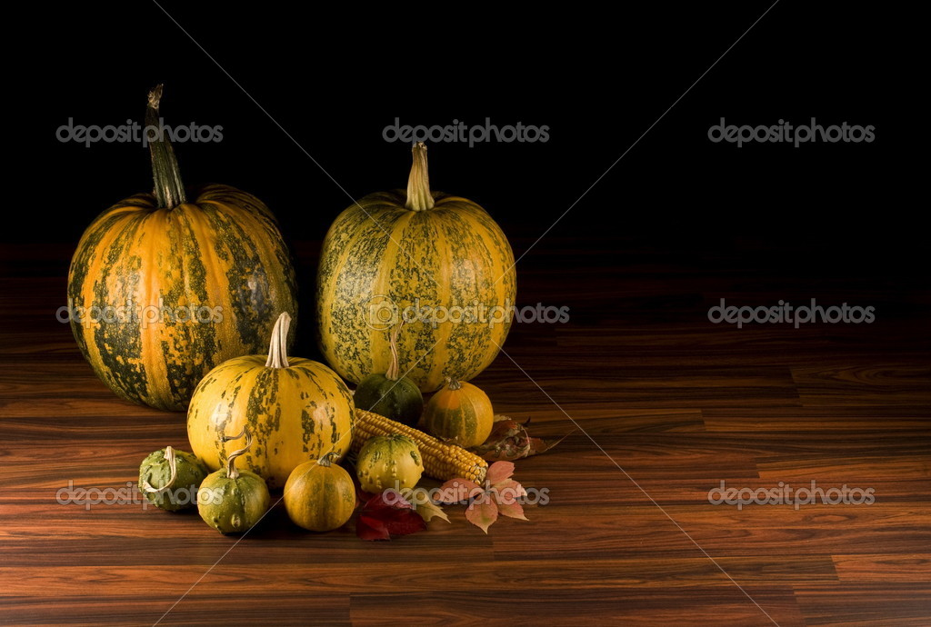 Fall leaves, corn and pumpkins in black, autumn background  — Stock Photo #6873187