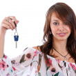Woman holding a key — Stockfoto