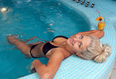Woman in jacuzzi — Stockfoto