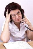 Kadın telefonu ile — Stok fotoğraf