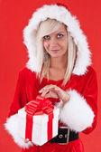 Girl holding a gift — Stockfoto