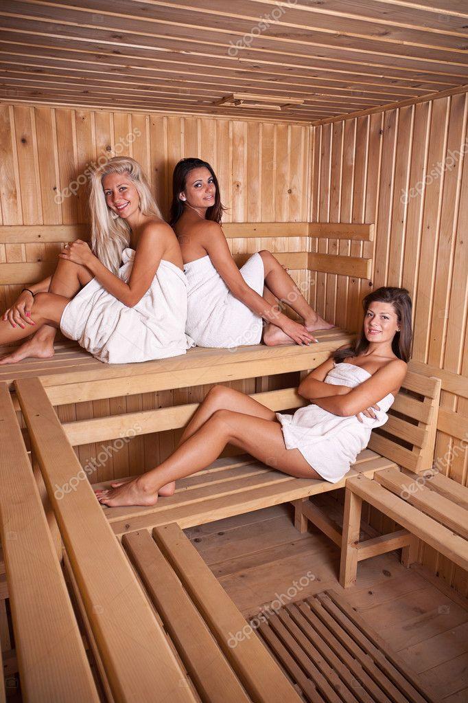 3 heiße Lesben genießen