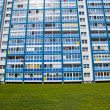 Blue building and green grass — Stock Photo