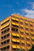 Naranja edificio de apartamentos en berlín — Foto de Stock