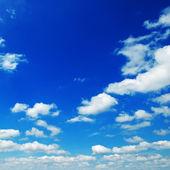 Nuvem no céu azul — Fotografia Stock
