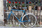 Old bike. — Photo
