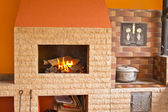Cocina conjunto consiste en una parrilla, horno y cocina al aire libre — Foto de Stock