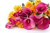 Bouquet of calla lilies and orange chrysanthemums — Стоковое фото