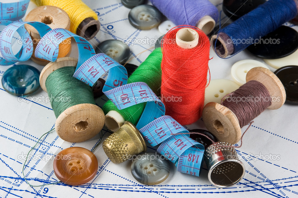 Sewing supplies on the background patterns — Stockfoto #7171858