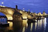 Most Karola w zmierzchu — Zdjęcie stockowe
