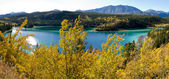 Smaragdgrünen see bei carcross, yukon-territorium, kanada — Stockfoto