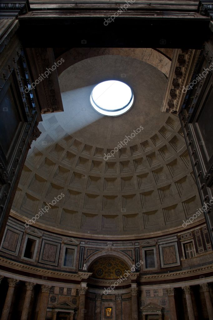 Interior of Rome Pantheon with the famous ray of light from the top — Stock Photo #7575907