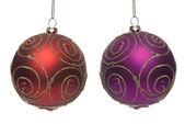 два шарика рождество красный и фиолетовый — Стоковое фото