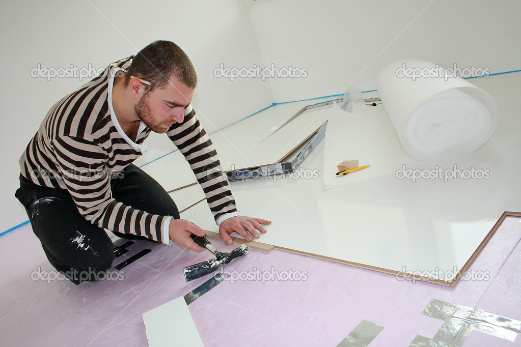 Workers laid laminate in home renovation — Stock Photo #7236749