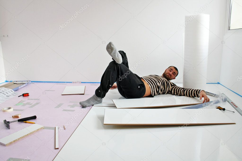 Workers laid laminate in home renovation — Stock Photo #7236784
