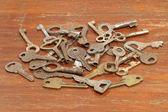 En massa gamla metall nycklar. — Stockfoto