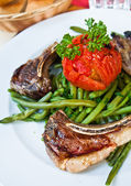 Porterhouse juicy steak with fresh green beans — Stock Photo