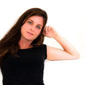 портрет молодой женщины, держа ее лицо на диване в лив — Стоковое фото