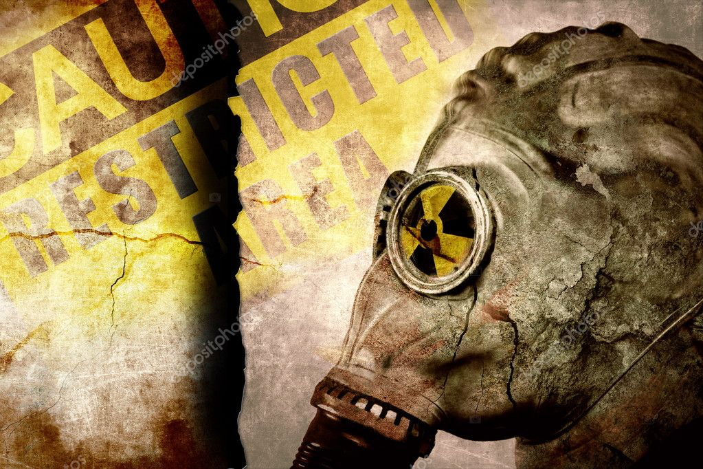 Man in gas mask on cracked wall, industrial grunge background — Stock Photo #7390291