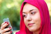 Sağlıklı kadın aynaya bakıyorum — Stok fotoğraf