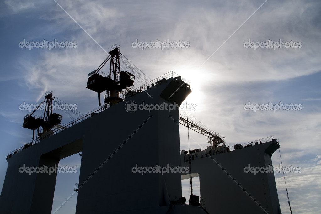 A platform for work at sea with two cranes — Stock Photo #7793816