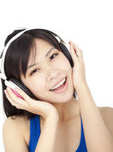 Smiling beautiful young woman listening to music — Stock Photo