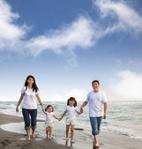 Portrait Of Family walking On the Beach — Stock Photo