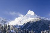 Mountain ski resort in the mountains of the Caucasus — Stockfoto