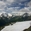 Beautiful views of the snowy mountains of the summer season — Стоковая фотография